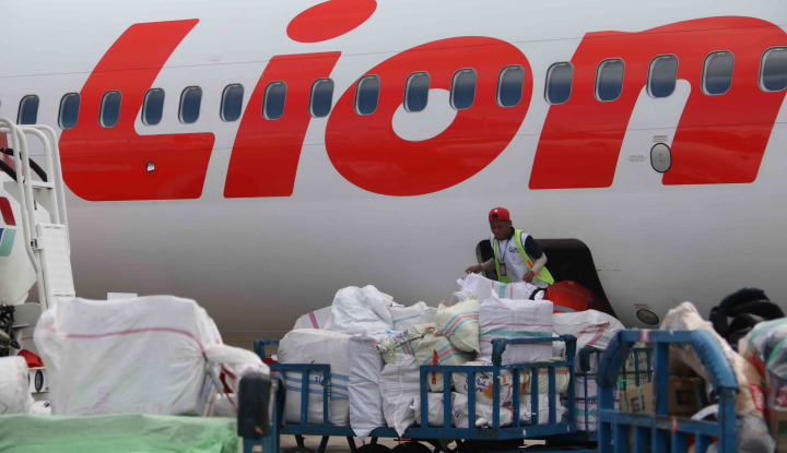 Foto Berita Penumpang Lion Air Berhamburan Keluar Pesawat saat Dengar Teriakan