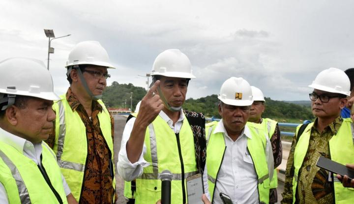 Foto Berita Resmikan Bendungan Raknamo, Jokowi: Kemakmuran Ekonomi Akan Naik