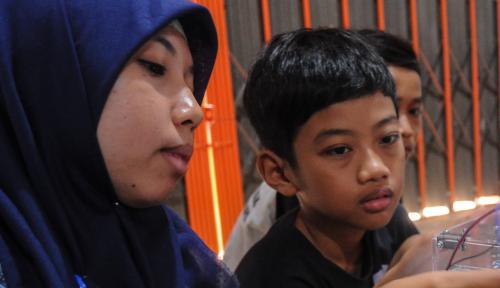 Foto Menteri Yohana: Jauhkan Anak dari Gadget!!