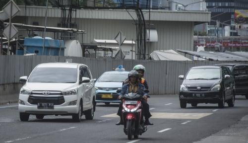 Foto Pekan Depan, DKI Bongkar Trotoar Kalimalang