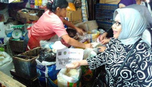 Foto Pedagang di Palembang Keluhkan Sulitnya Jual Beras Medium