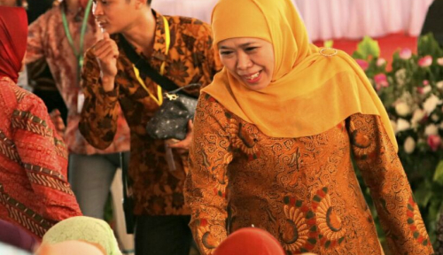 Foto Khofifah Siapkan Emak-Emak NU Dukung Jokowi-Ma'ruf, Saingi Bang Sandi?