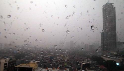 Foto Waspada, Sebagaian Wilayah Indonesia Akan Hujan Petir