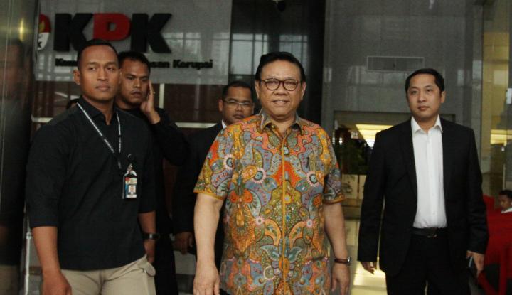 Foto Berita Ke KPK, Agung Laksono Ceritakan Kondisi Setnov Usai Tabrak Tiang