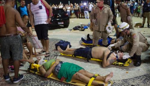 Foto Duh, 11 Orang Tumbang Dihantam Mobil di Brazil