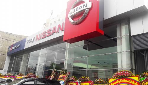 Foto Nissan Resmikan Dealer Berkonsep Ritel
