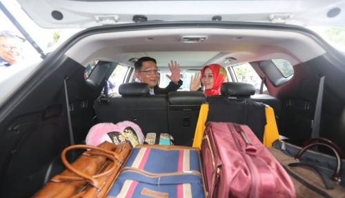 Foto Ridwan Kamil Tinggalkan Rumah Dinas, Warga Net Galau