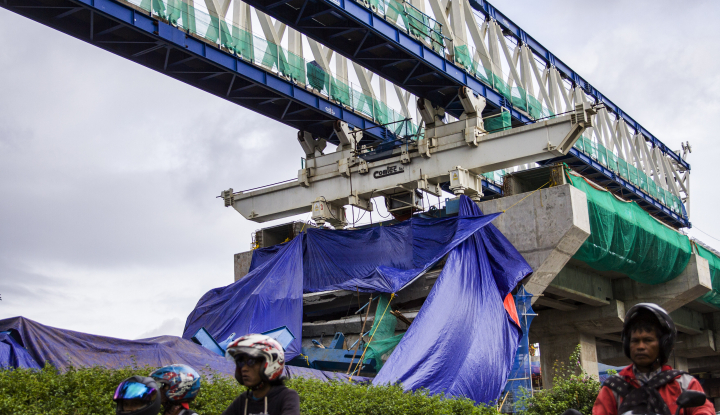 Foto Berita Crane di Jatinegara Roboh Timpa Pekerja