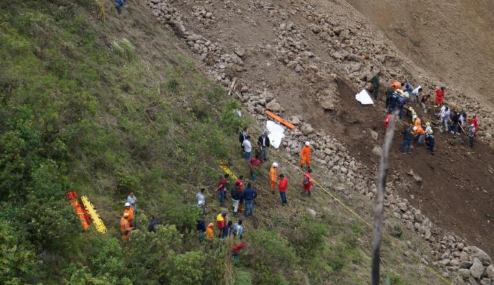 Foto Berita Longsor di Kolombia Dorong Bus ke Jurang, 13 Orang Tewas