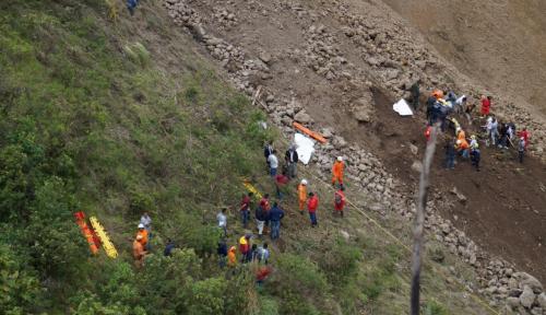 Foto Longsor di Kolombia Dorong Bus ke Jurang, 13 Orang Tewas
