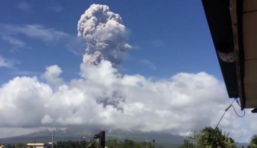 Foto Filipina Naikkan Status Gunung Mayon ke Level 4: Letusan Berbahaya Sudah Dekat