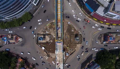 Foto Konstruksi LRT Roboh, Lima Orang Alami Luka-luka