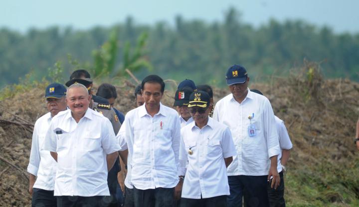 Foto Berita Tinjau Padat Karya, Jokowi Harap Ada Peningkatan Perekonomian