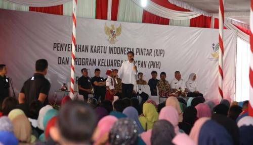 Foto Bagikan 5.534 Sertifikat Tanah, Ini Pesan Jokowi