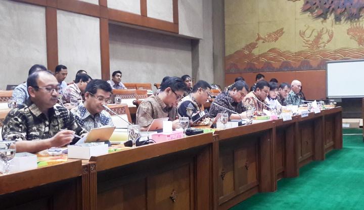 Foto Berita Dua Bos BUMN Semen Gelar Rapat dengan DPR
