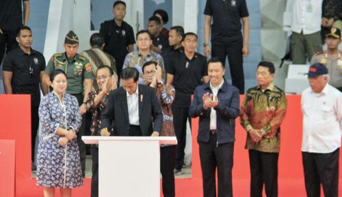 Foto Jokowi: Renovasi Pertahankan Cagar Budaya Istora Senayan