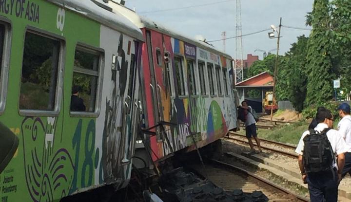 Foto Berita Truk vs Kereta Api, Jalur Selatan Lumpuh Total