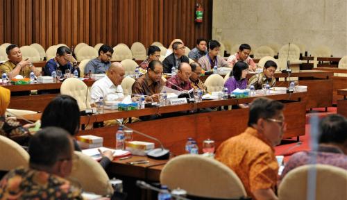 Foto Kemenkop Bersama Pansus DPR Bahas RUU Kewirausahaan Nasional