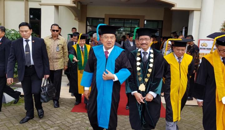 Foto Berita Wapres JK Terima Gelar Doktor Kehormatan dari UIN Alauddin