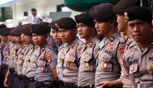 Foto Polisi Amankan Ratusan Preman Berkedok Tukang Parkir