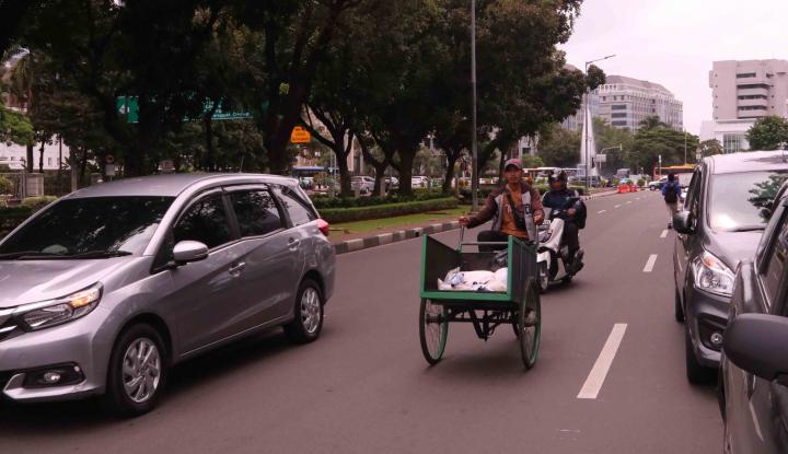 Foto Berita Penghasilan Tukang Becak Naik Berkat Wacana Anies