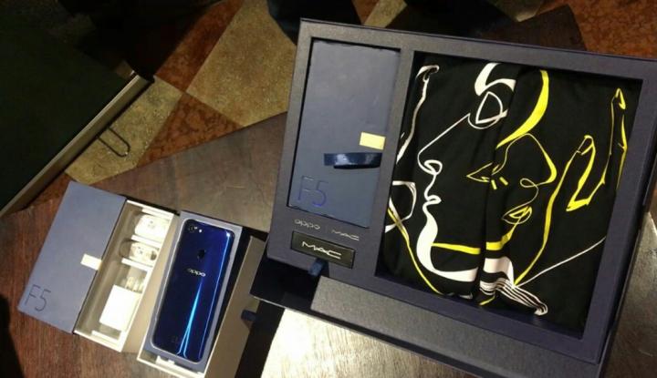 Foto Berita OPPO F5 Dashing Blue Limited Special Package Habis Terjual dalam Dua Menit