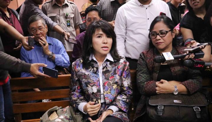Foto Berita Sang Istri Terus Dipepet Julianto Tio, Ahok Nyerah