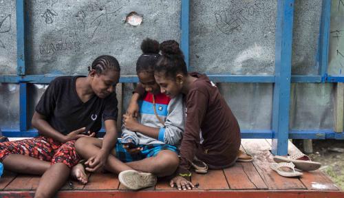 Foto Bamsoet Minta Akselerasi Internet di Indonesia Tengah dan Timur