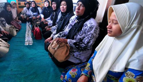 Foto HMI-Kahmi Se-Jawa Timur Galang Dana untuk Guru Budi