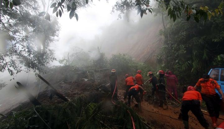 Foto Berita Ini 4 Titik Tanah Longsor di Puncak