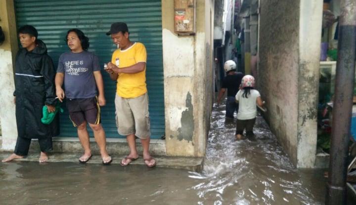 Foto Berita Korban Banjir Rawajati: Tahun Lalu Enggak Separah Sekarang