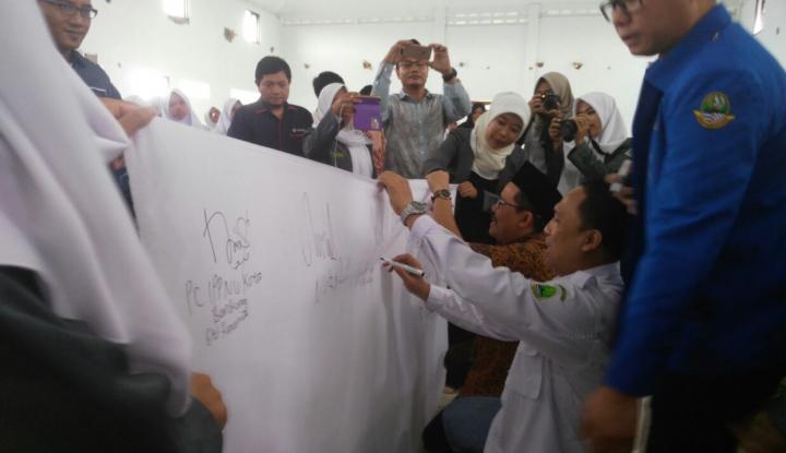 Foto Berita Jelang Pilgubsu, KPU Sumut Pasang Baliho di Tiga Titik