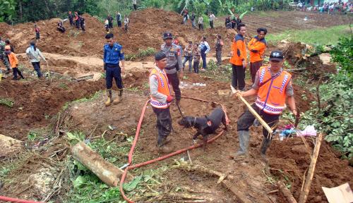 Foto Jokowi Minta Tim SAR Kerahkan SDM Atasi Bencana Brebes
