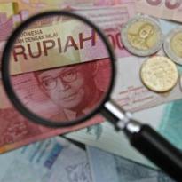 Terbawah Se-Asia, Rupiah Nyaris Terusir ke Rp14.500 Per Dolar AS
