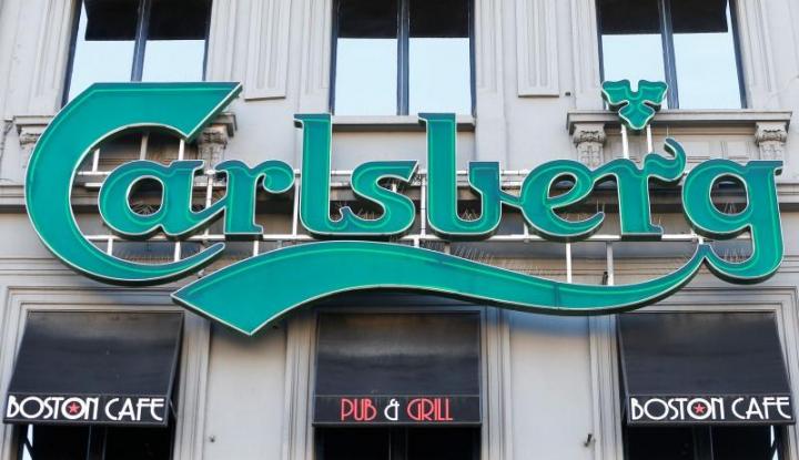 Foto Berita Penjualan Carlsberg Merosot Imbas Regulasi Ukuran Botol Rusia