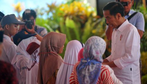 Foto Jokowi Dengarkan Masukan dari Ponpes