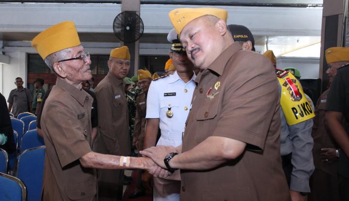Foto Berita Setelah Diresmikan, Alex Janji Bakal Ajak Legiun Veteran Naik LRT