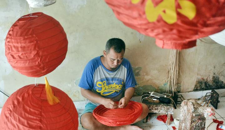 Foto Berita Jelang Imlek, Perajin Lampion Badung Kebanjiran Pesanan