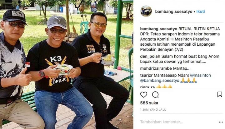 Foto Berita Slruppp!! Siapa Sangka Bamsoet Hobi Banget Makan Mie Instan