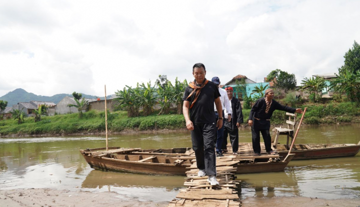 Foto Berita Cagub PDIP Janji Lestarikan Sungai Citarum