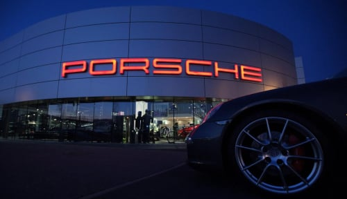 Foto Porsche Akan Naikkan Produksi Mobil Listrik Mission E