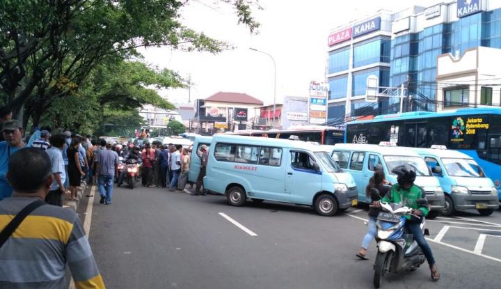 Foto Berita Macet 4 Km, Ini Tuntutan Sopir Angkot Kampung Melayu-Karet
