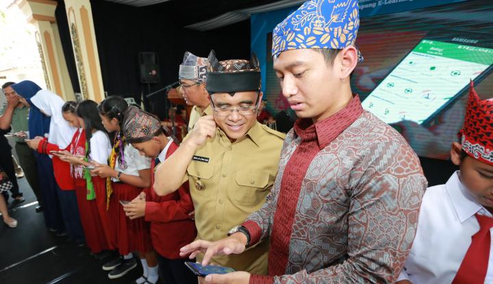 Foto Berita Bupati Banyuwangi Dukung Metode Belajar Online Via Ruangguru