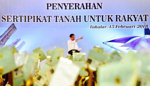 Foto Jokowi Serahkan Sertifikat Tanah untuk 6 Daerah di Sulsel