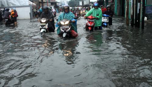 Foto Hujan Semalaman, Kota Bandung Dikepung Banjir