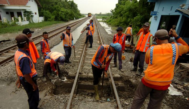 Foto Berita Delapan KA Semarang ke Madiun Dialihkan Jalur