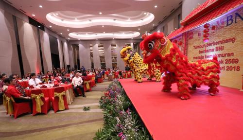 Foto Warga Antusias Saksikan Cap Go Meh di Cirebon