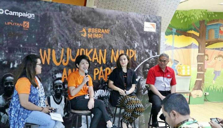 Foto Berita Chelsea Islan Kerja Sama dengan WVI dan JNE Bantu Pendidikan Anak Papua