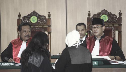 Foto Hakim: PK Ahok Tergantung MA