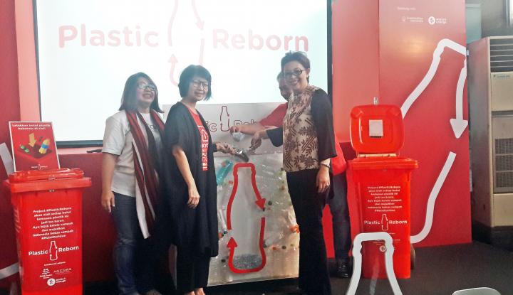 Foto Berita Lewat Plastic Reborn, Coca Cola Targetkan Kelola 5 Ton Sampah Plastik